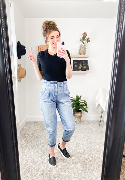 Mom Jeans and Bodysuit Outfit Idea