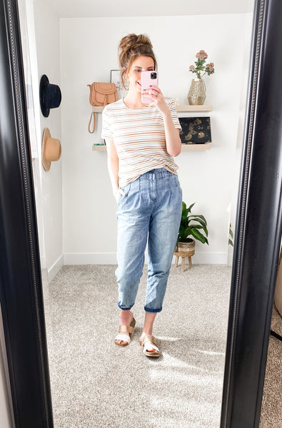 Mom Jeans Outfit Idea