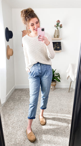 Mom Jean and Oversized Sweater Outfit Idea