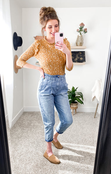 Floral Top and Mom Jeans Outfit Idea