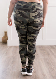 Veronica is wearing our camouflage leggings paired with a black sports bra and sneakers.