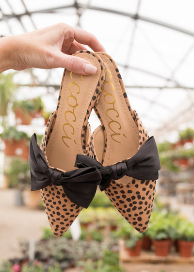 Cheetah print bow detail flats.