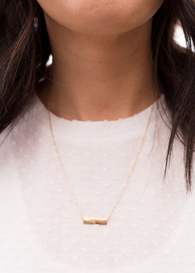 Horizontal bar necklace in gold.