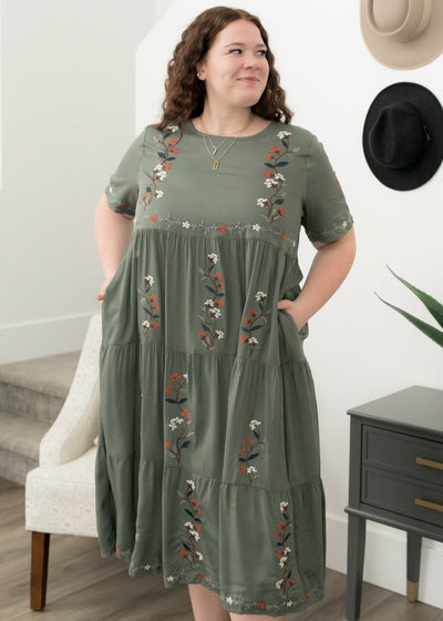 Paislee Jade Embroidered Dress in Curvy