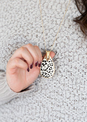 White leopard pattern long pendant necklace