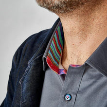 DressCode glitch shirt collar and button detail