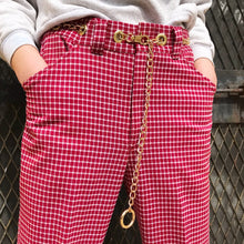 Single chain belt pants