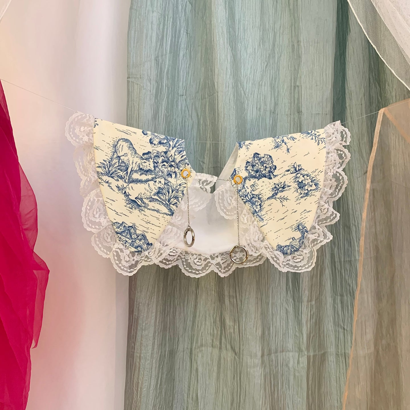 Toile + lace chain collar