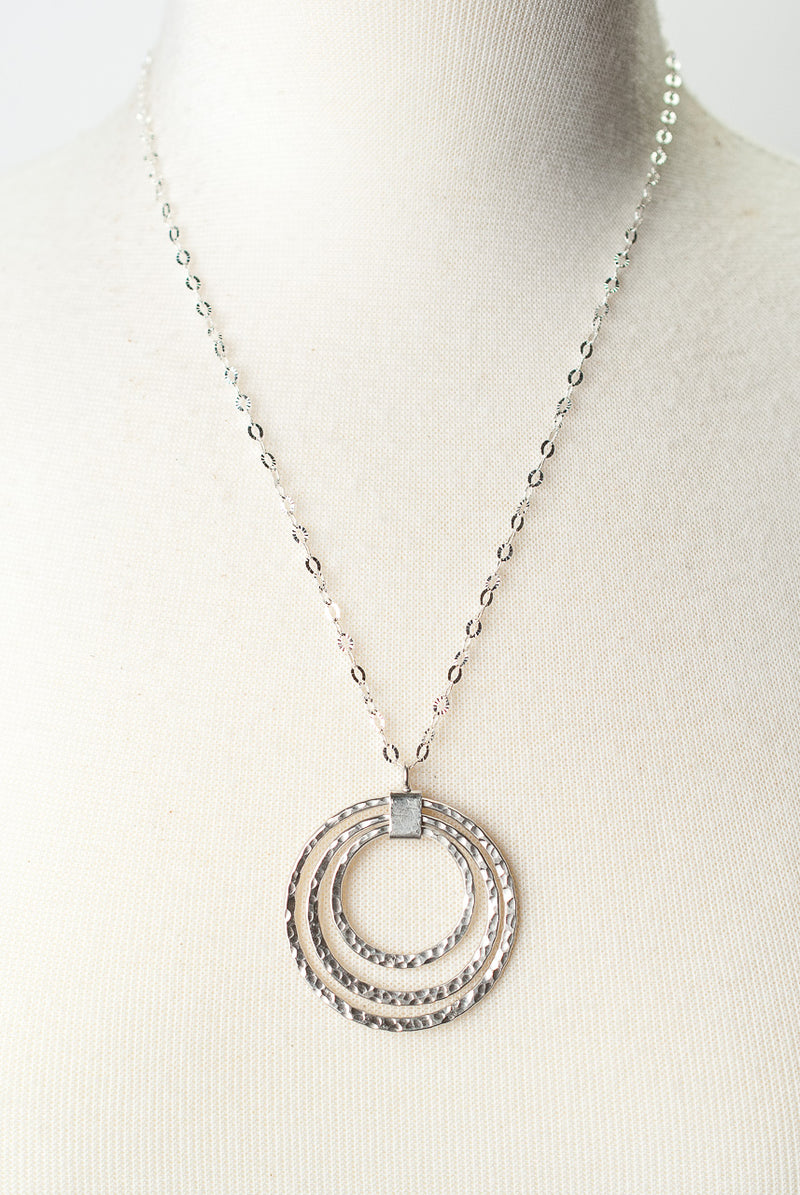 "*Baja 21-23"" Silver Nesting Circles Pendant Necklace"