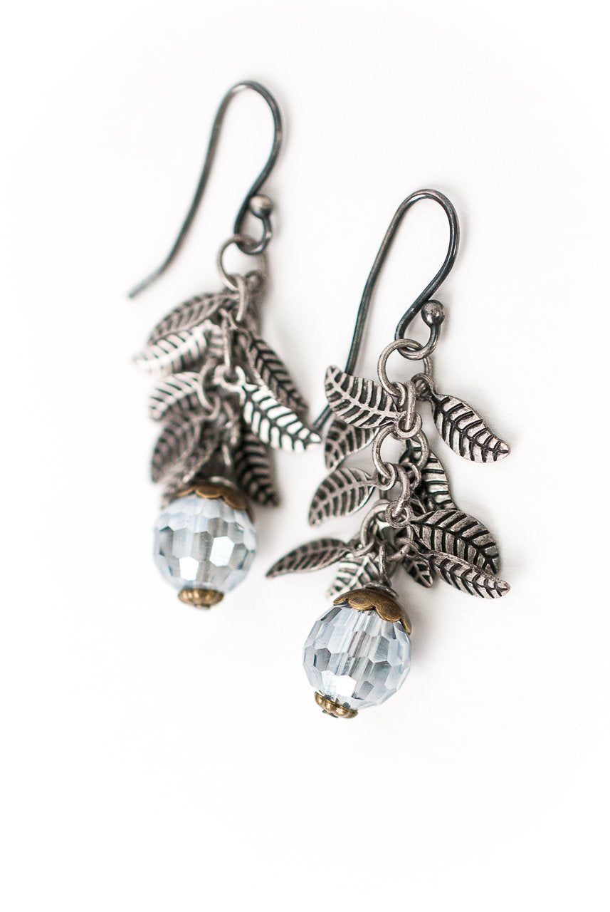 *Claridad Leaf Dangle Earrings