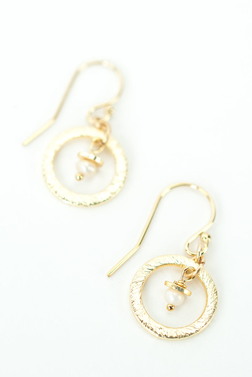 *Wisdom Freshwater Pearl Inside Hoop Earrings