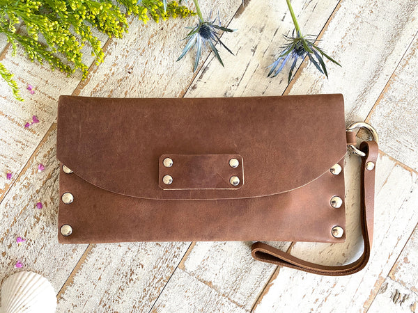 Signature Wallet in Saddle Brown