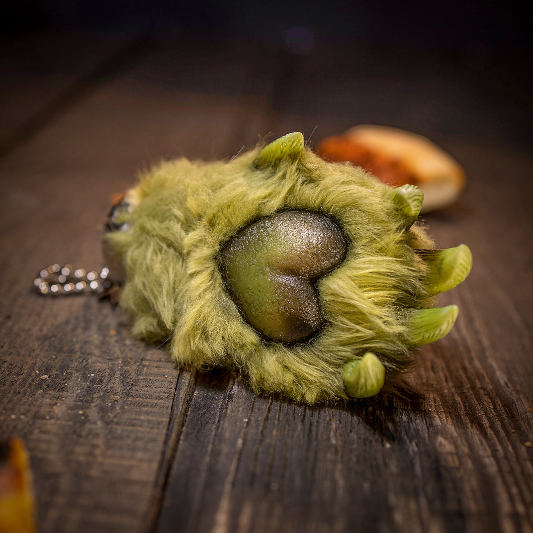 Scare Bear Paw - Green