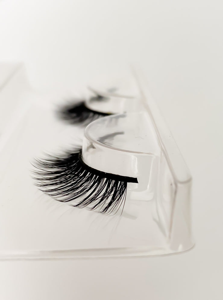 55. STRIP LASHES 'MAYE' - Limited Edition