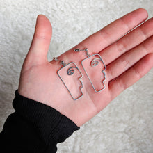 Load image into Gallery viewer, Face design earrings in silver