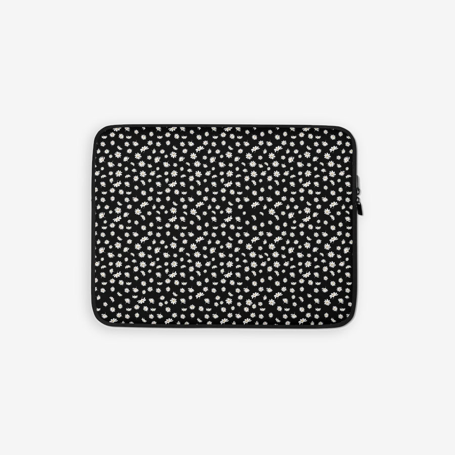 Laptop sleeve in daisy print