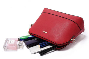 Handbag set in burgundy red