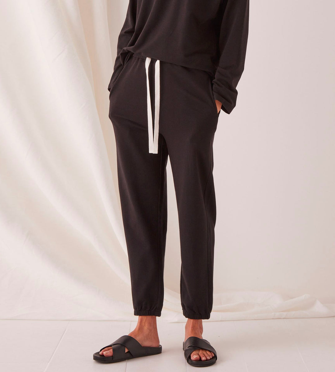 Assembly Label | Kin Fleece Trackpant | Black