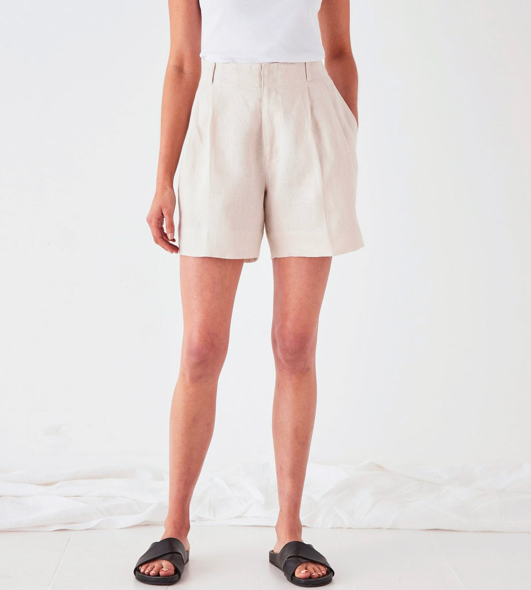 Assembly Label | Tailored Linen Short | Ivory