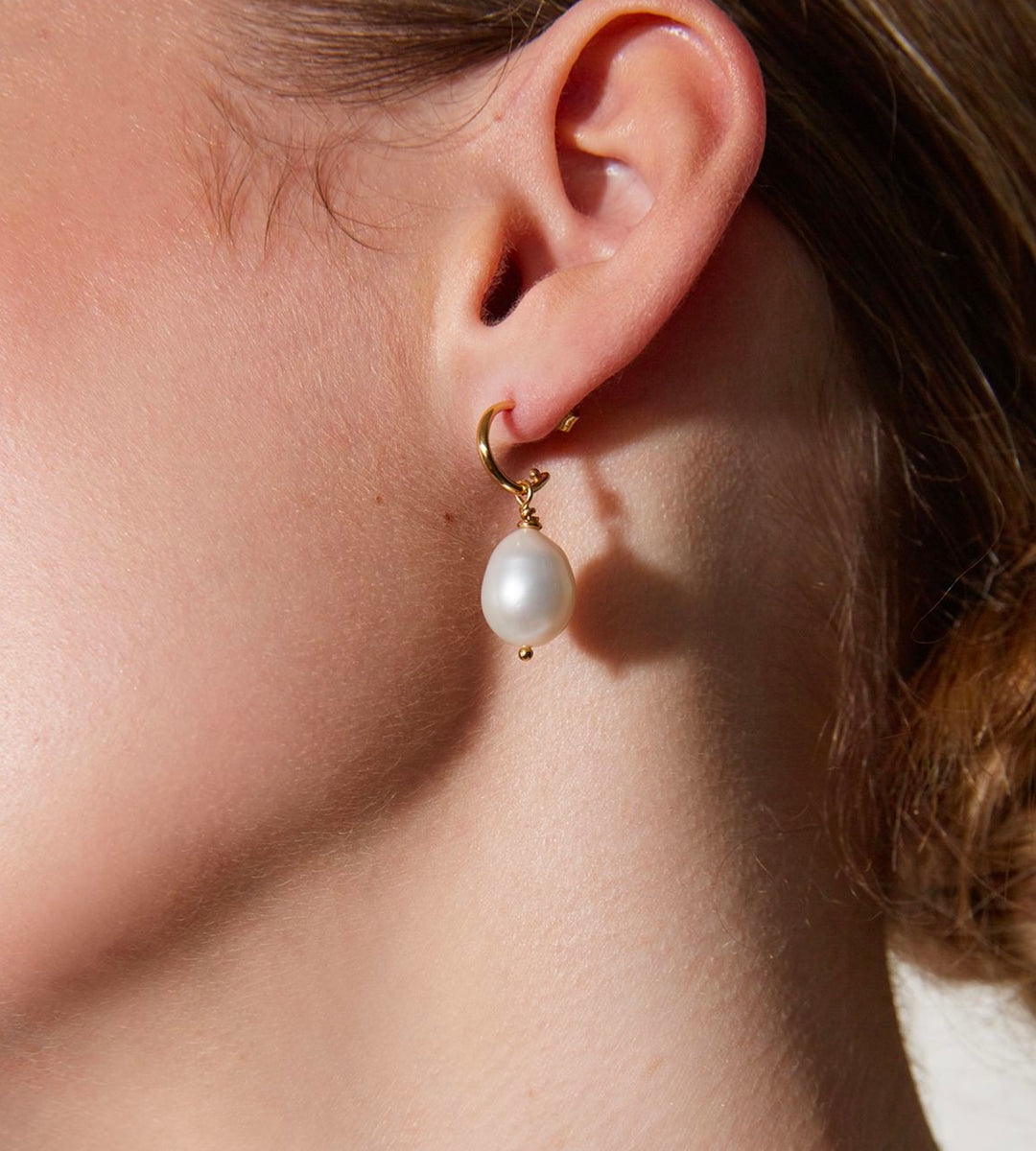 La Tribe | Hoop Pearl Earrings | Gold