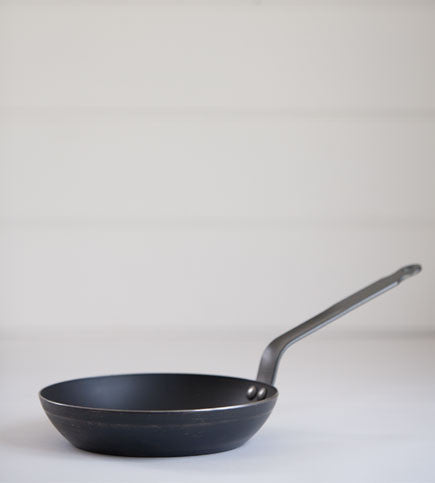 de_buyer_blue_steel_22cm_frying_pan