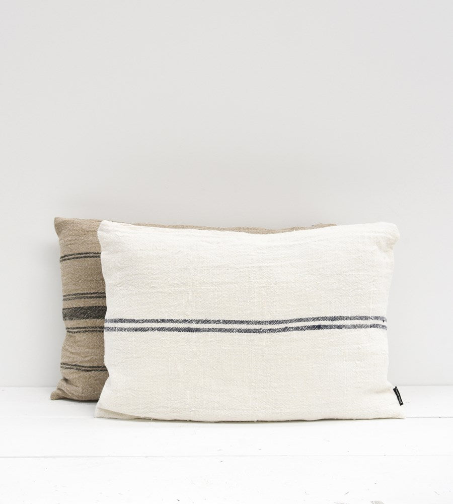Billy Linen Cushion | White & Navy | 40 x 60 cm