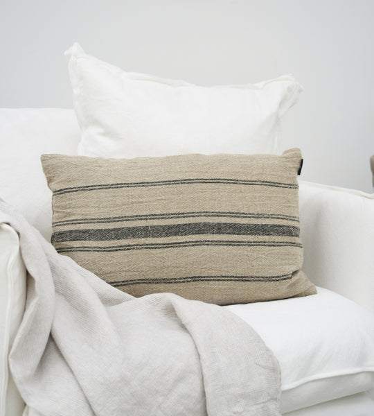 Allina Linen Cushion | Natural & Navy | 40 x 60 cm