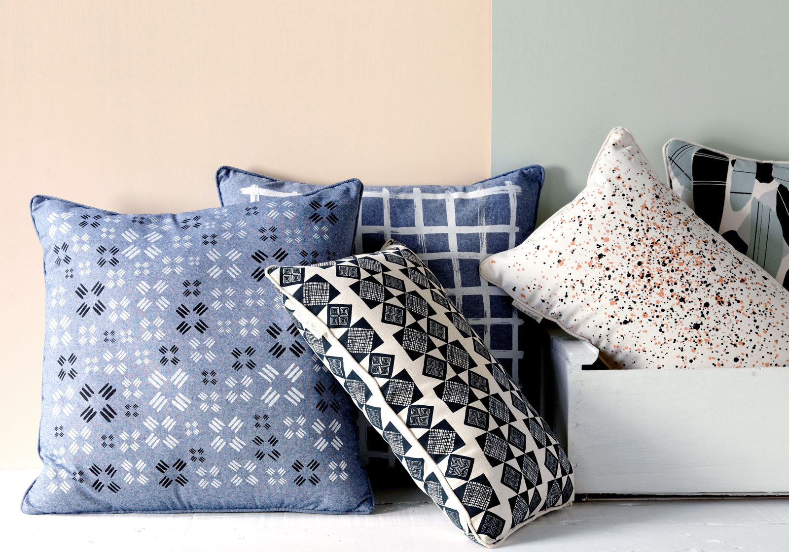 products/canvas-and-chambray-pillow-mood.jpg
