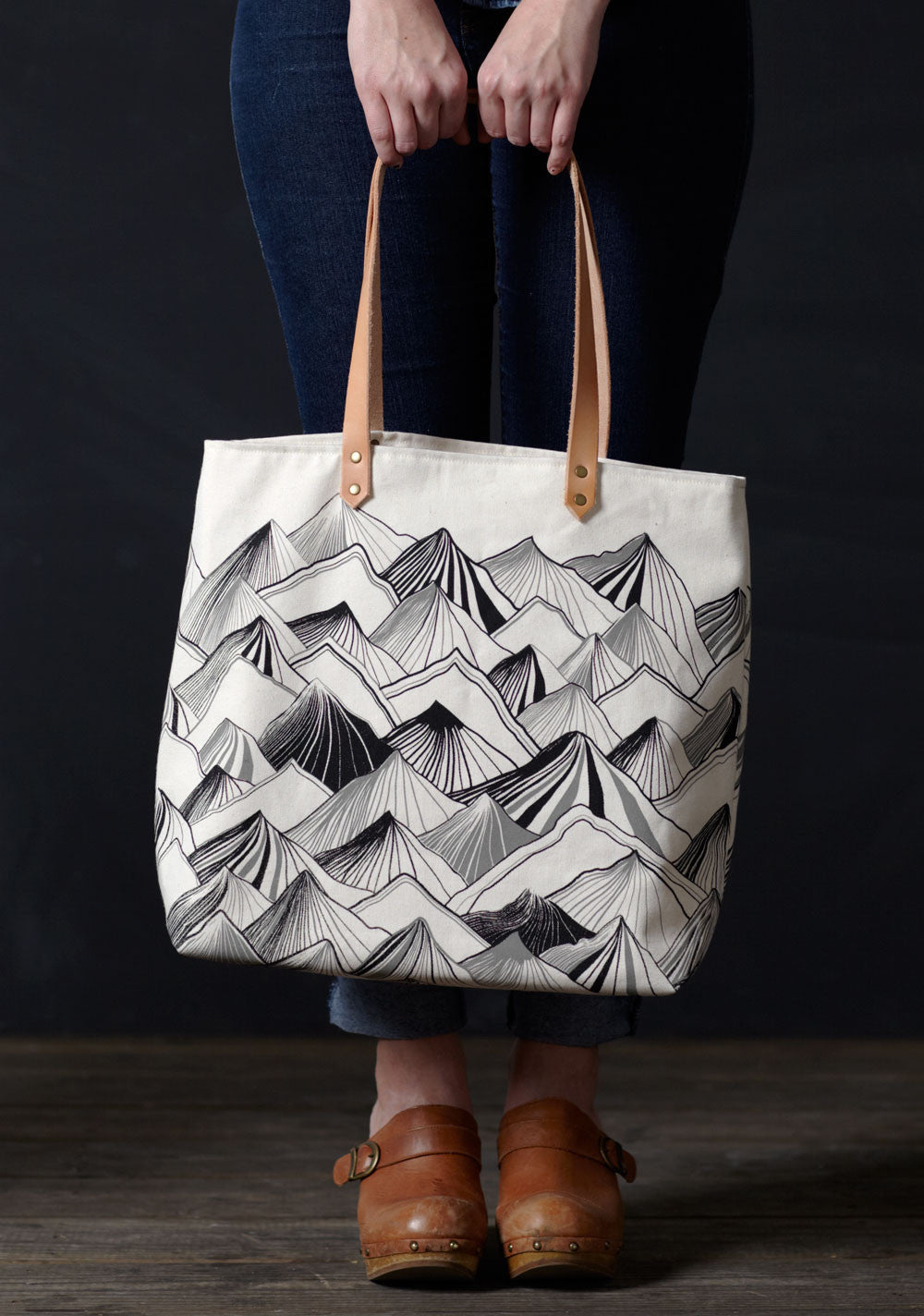 products/cassie-mountain-white-tote.jpg