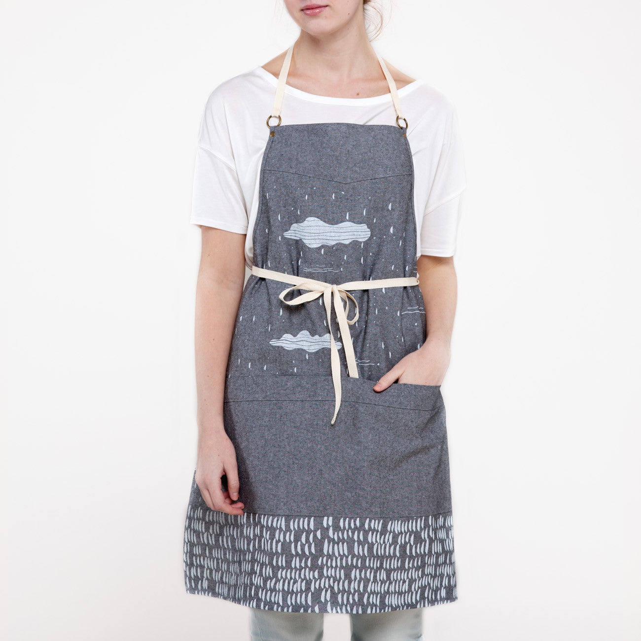 products/clouds_apron_taylor_ss16.jpg