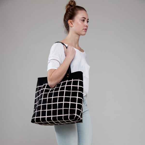 Brush Grid Carryall