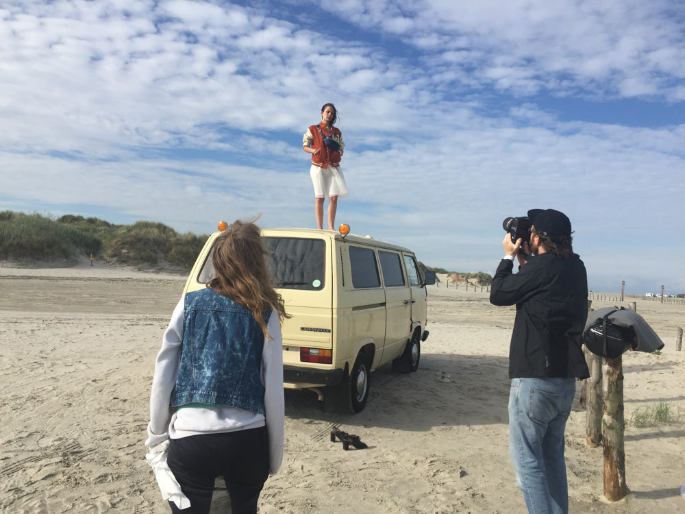 EARLY Lookbook Shoot 2017 Nicola Krämer, Franziska Brodhun, Marc Krause, Malaika Girke, Valerie Sietzy, Seaside, Ivory T3, Vanagon, Bully, VW, Beach, Nature, Boston Terrier