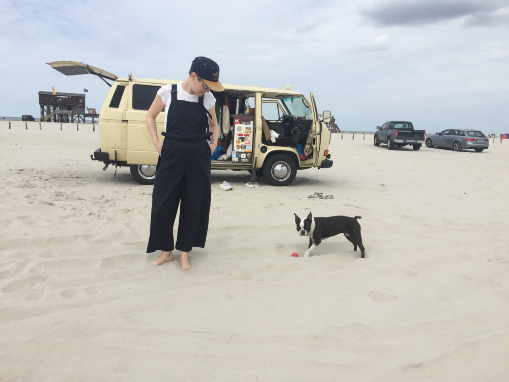 EARLY Lookbook Shoot 2017, Valerie Sietzy, Seaside, Beach, Nature, Boston Terrier, Ivory T3, Vanagon, Bully, Van, VW,