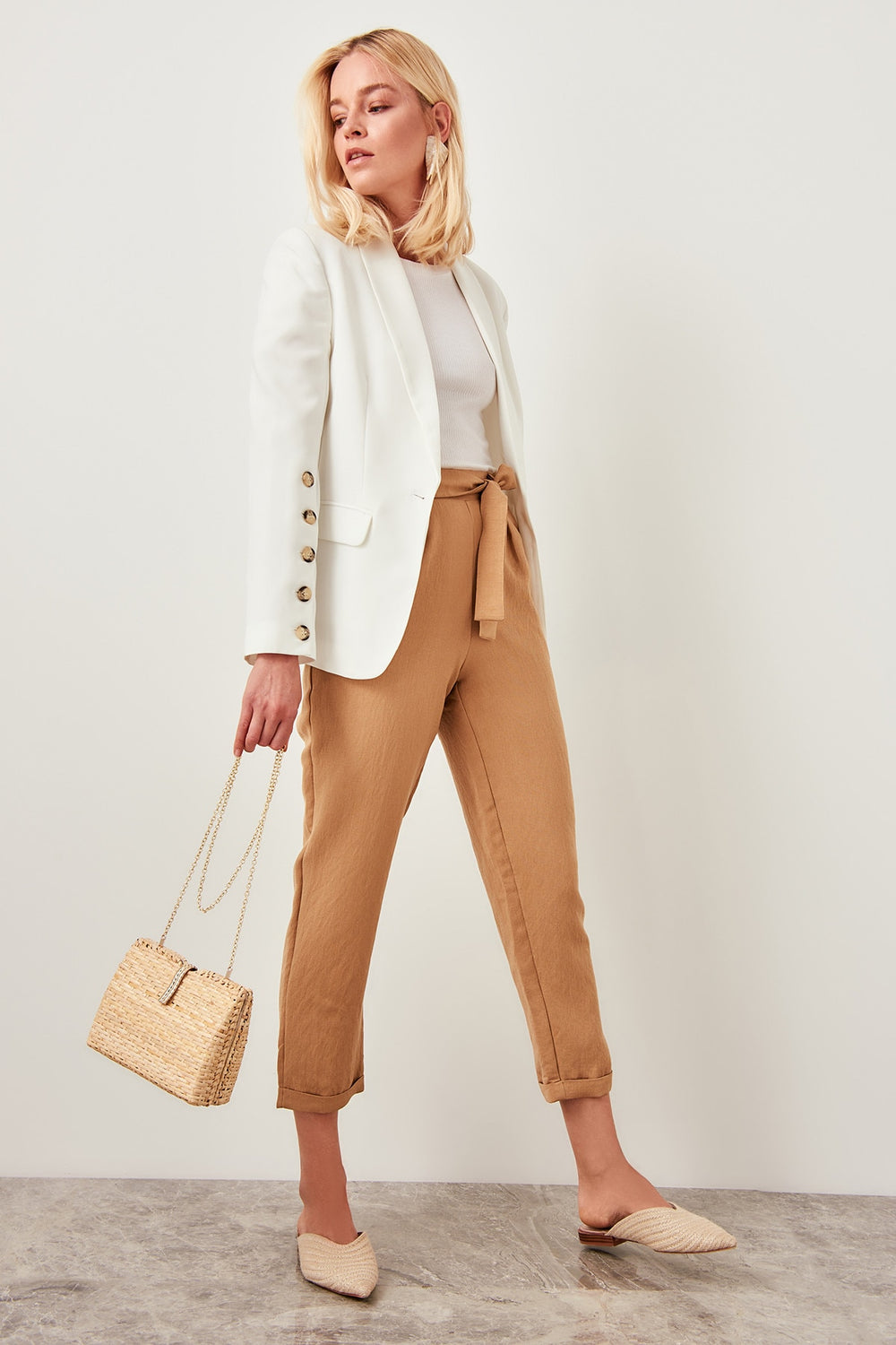 Detailed beige trousers belt - Top Maxy