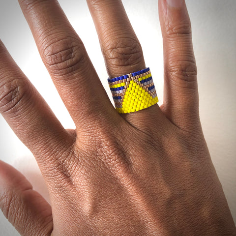 Bright Triangle Ring - size 4.5