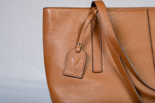 Load image into Gallery viewer, VIATU Large Leather Handbag