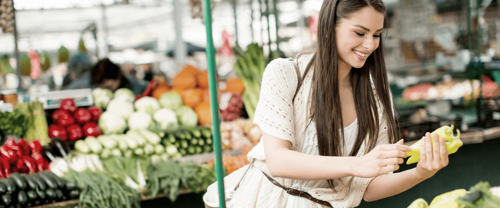 woman shopping at farmers market for mindful eating food