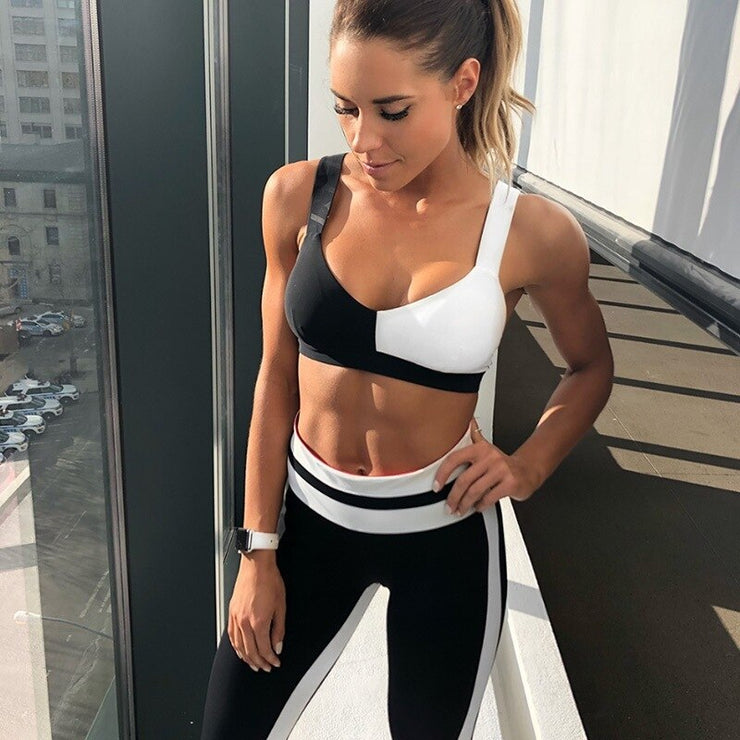 New Summer Black White Contrast Yoga Set Female Breathable Quick Dry Bra Leggings Suit Hip Lifting Sports Tracksuit Clothing