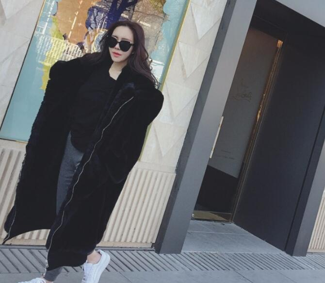 Oversized Winter Warm hooded Large size Long Solid color Faux Fur Coat New Casual Long sleeve Women Fur Jacket Outwear