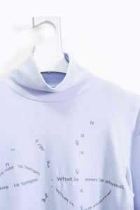 "EMBROIDERED HIGH-NECKED TEE  ""cosmo"" / icegray"