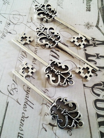 2.25 inch Antiqued Silver Crown Skeleton Keys