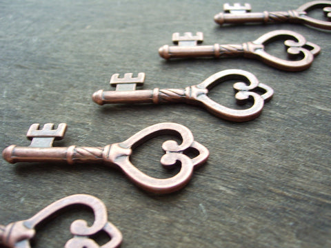 Skeleton Keys 10 pcs antiqued copper heart charms pendants wholesale wedding vintage style rustic steampunk bulk lot