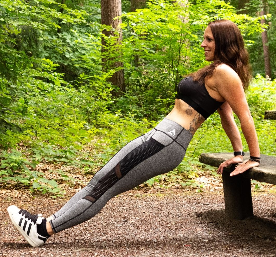 Jo- workout in the forest in Athletics Wear sports fashion - shooting Romy Scheel
