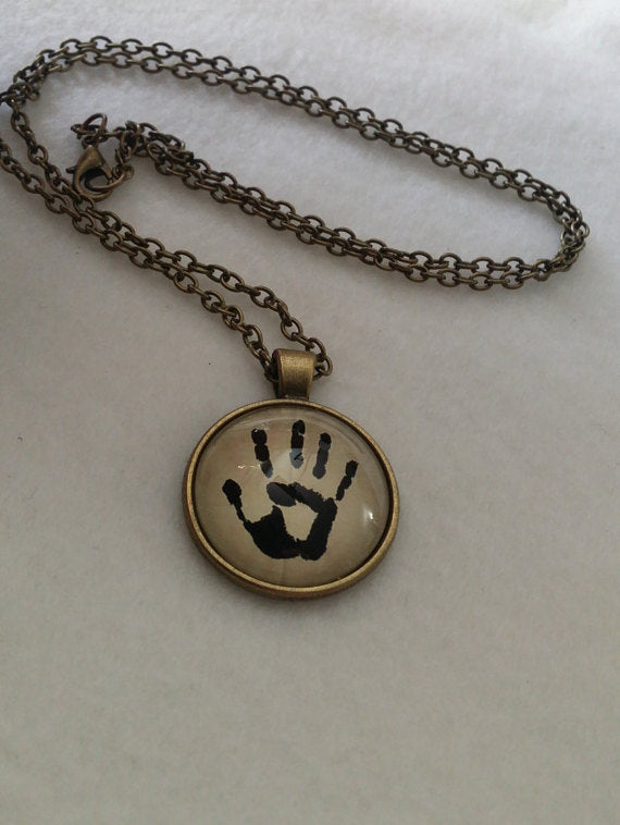 Skyrim Dark Brotherhood Necklace Pendant Chain Assassin Handprint Icon We Know Dragonborn Cosplay