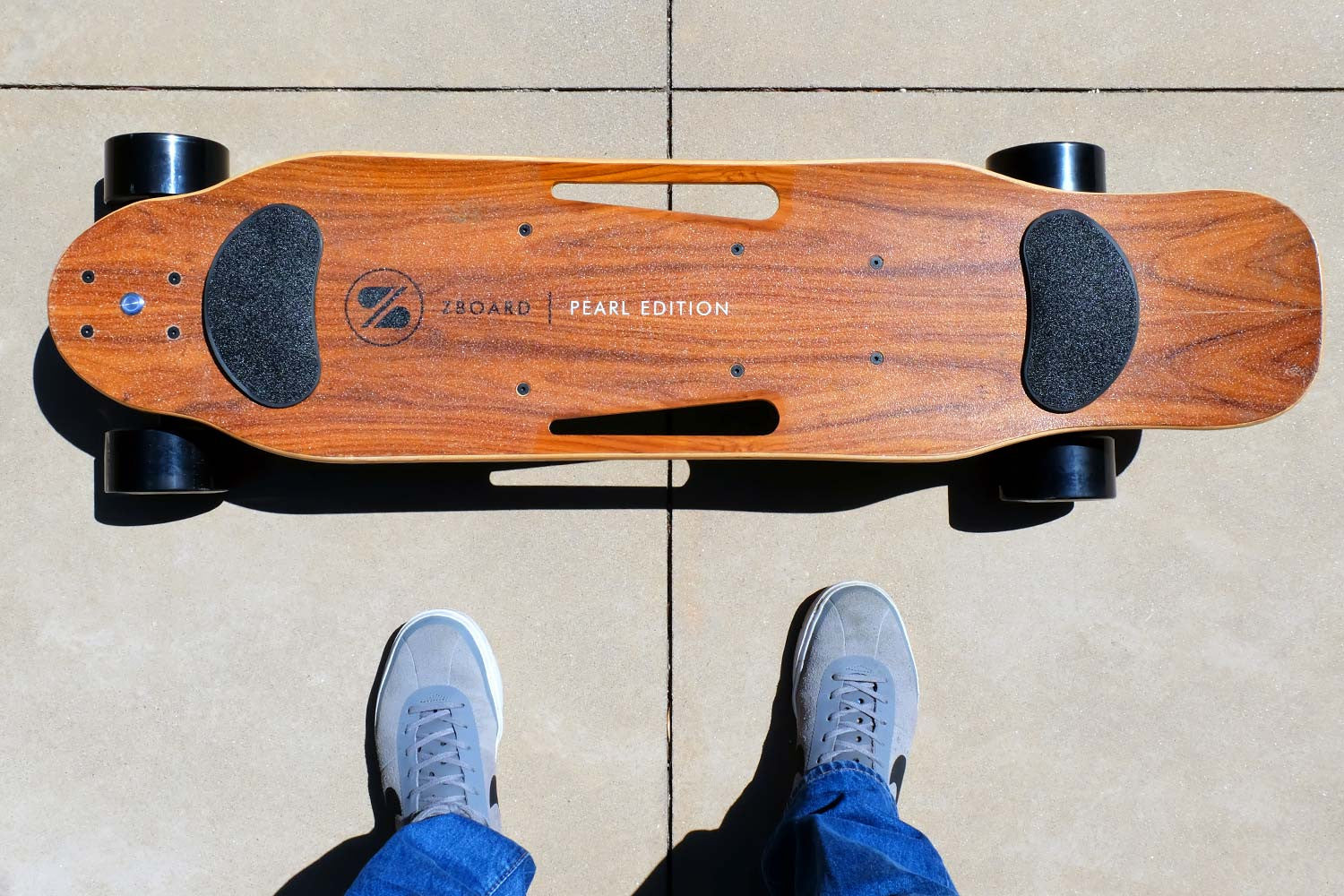 electric skateboard w black wheels