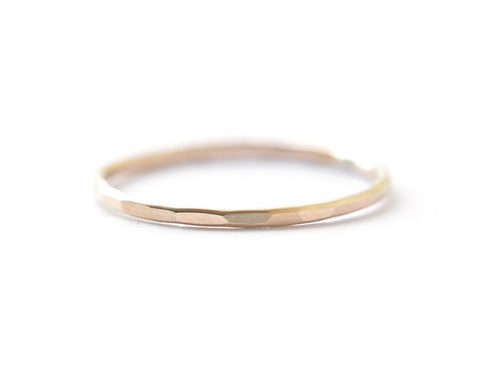 Signe ring - Solid 14K gold