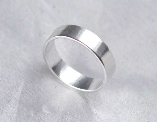 Theia 4 mm Smooth - 14K White Gold Ring