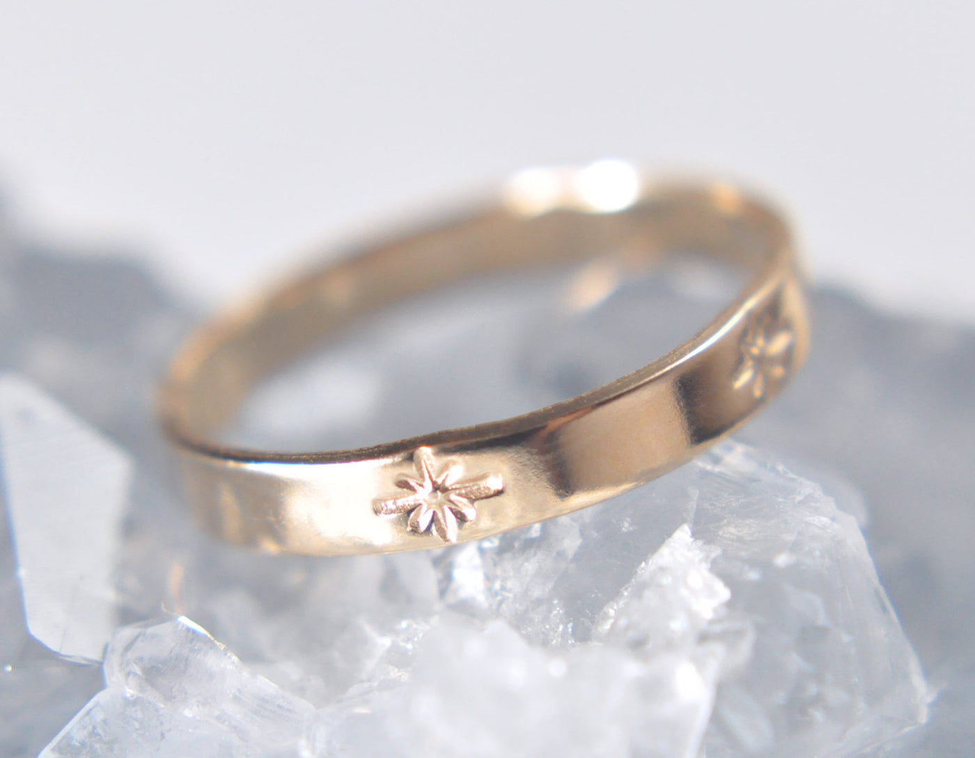 Aven 3 mm Pattern - Starburst - 14K Yellow Gold Ring