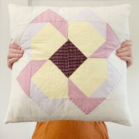 Quilted Pillow tutorial with zipper closure inspired by the aster quilt pattern