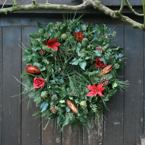 fresh christmas wreath, how to decorate your home for christmas